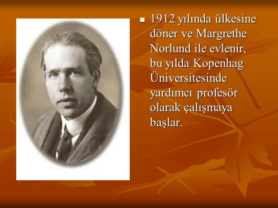 1912 yılında ülkesine döner ve Margrethe Norlund ile evlenir, bu yılda Kopenhag Üniversitesinde yardımcı profesör olarak çalışmaya başlar.