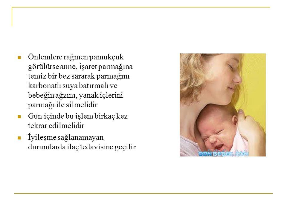 Önlemlere rağmen pamukçuk görülürse anne, işaret parmağına temiz bir bez sararak parmağını karbonatlı suya batırmalı ve bebeğin ağzını, yanak içlerini parmağı ile silmelidir