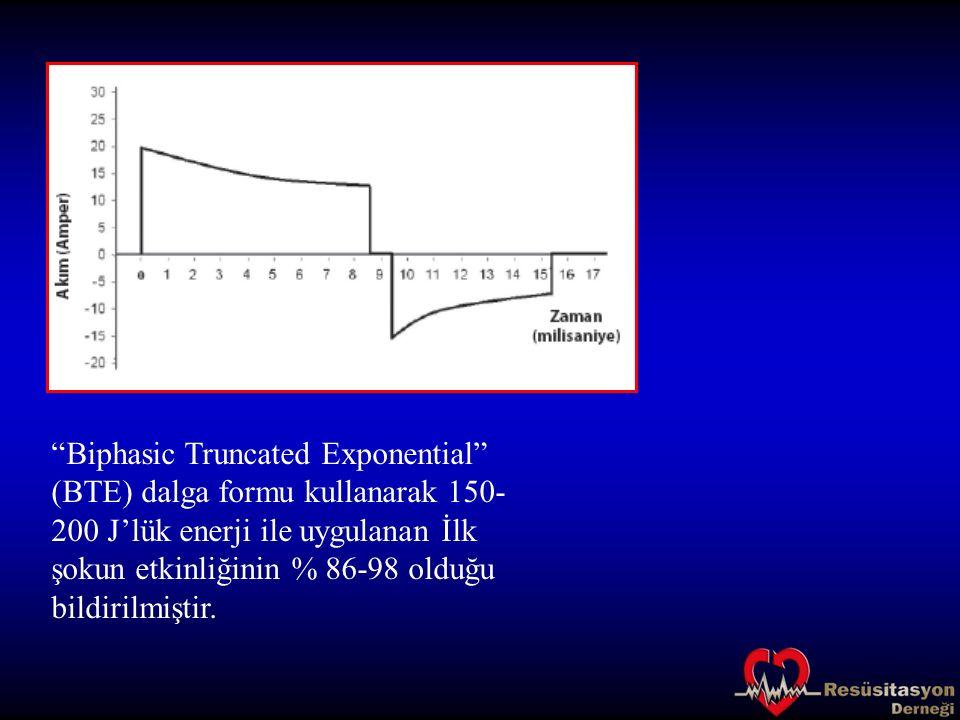 Biphasic Truncated Exponential (BTE) dalga formu kullanarak 150-200 J'lük enerji ile uygulanan İlk şokun etkinliğinin % 86-98 olduğu bildirilmiştir.
