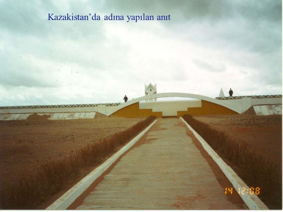 Kazakistan'da adına yapılan anıt
