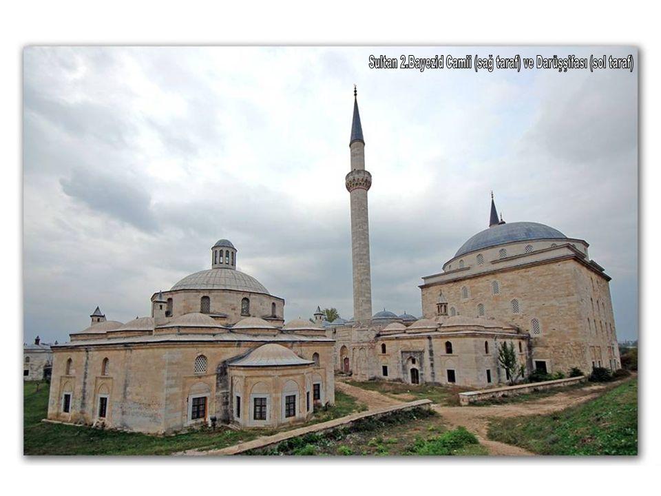 Sultan 2.Bayezid Camii (sağ taraf) ve Darüşşifası (sol taraf)