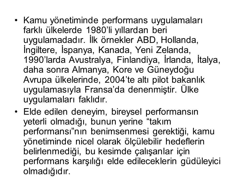 Kamu yönetiminde performans uygulamaları farklı ülkelerde 1980'li yıllardan beri uygulamadadır. İlk örnekler ABD, Hollanda, İngiltere, İspanya, Kanada, Yeni Zelanda, 1990'larda Avustralya, Finlandiya, İrlanda, İtalya, daha sonra Almanya, Kore ve Güneydoğu Avrupa ülkelerinde, 2004'te altı pilot bakanlık uygulamasıyla Fransa'da denenmiştir. Ülke uygulamaları faklıdır.