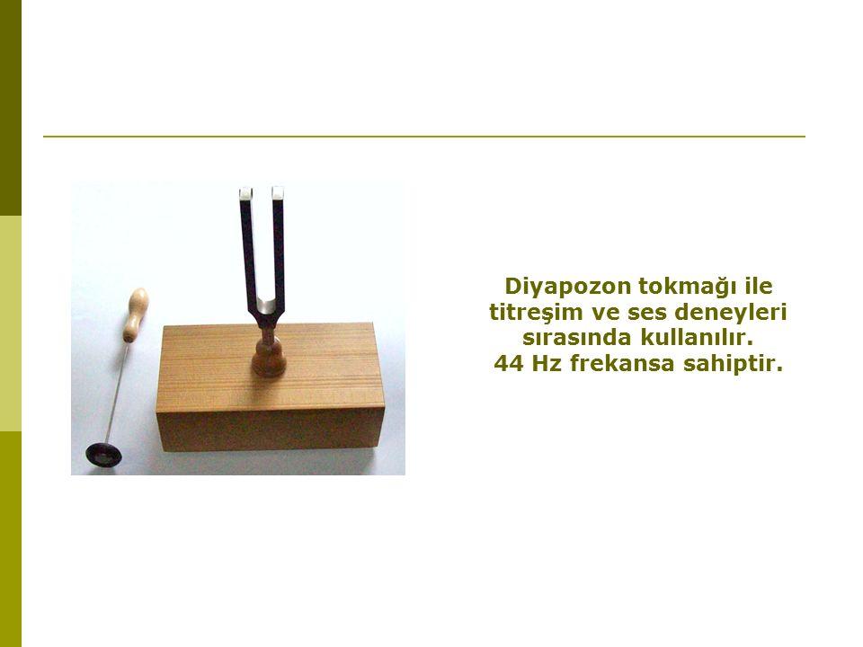 Diyapozon tokmağı ile titreşim ve ses deneyleri sırasında kullanılır.
