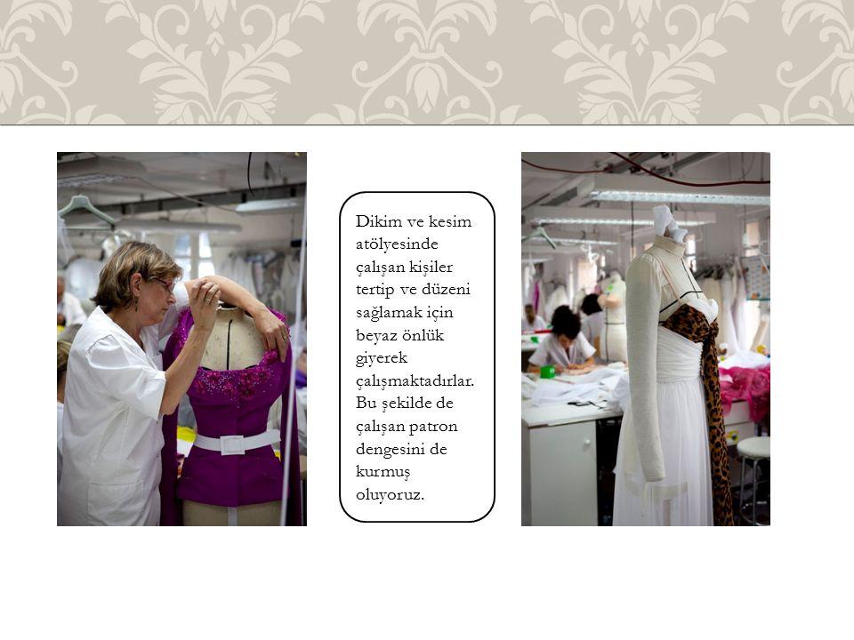 Dikim ve kesim atölyesinde çalışan kişiler tertip ve düzeni sağlamak için beyaz önlük giyerek çalışmaktadırlar.