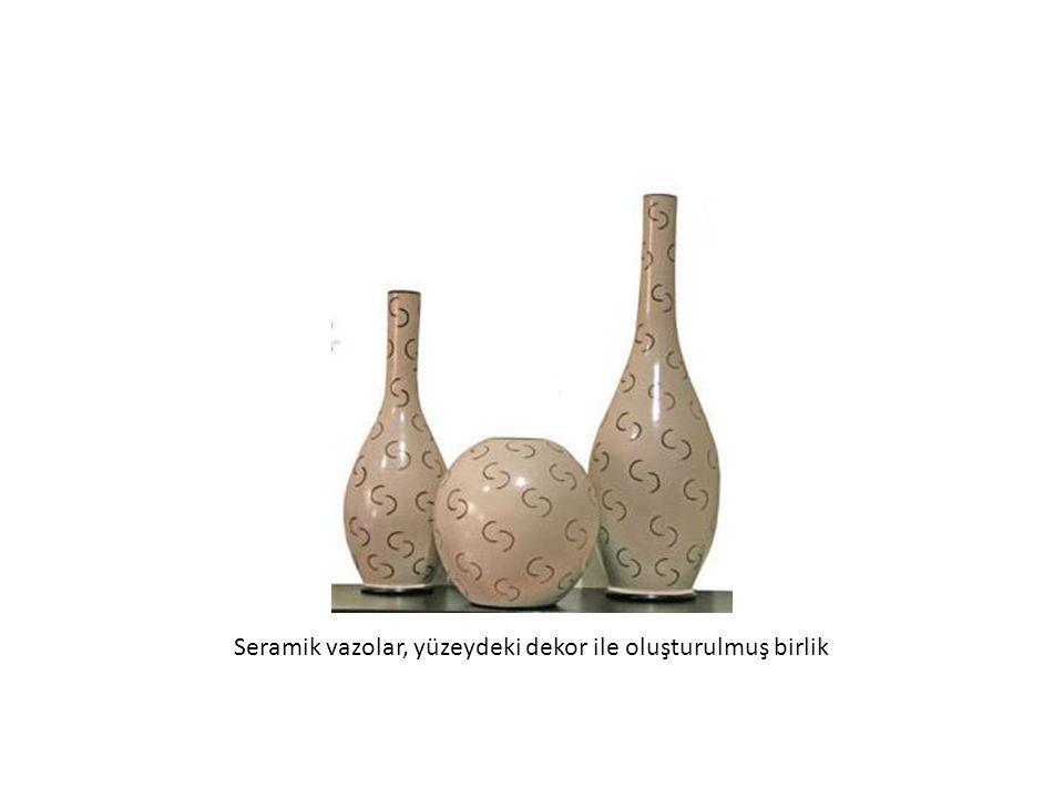 Seramik vazolar, yüzeydeki dekor ile oluşturulmuş birlik