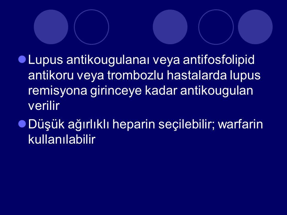 Lupus antikougulanaı veya antifosfolipid antikoru veya trombozlu hastalarda lupus remisyona girinceye kadar antikougulan verilir