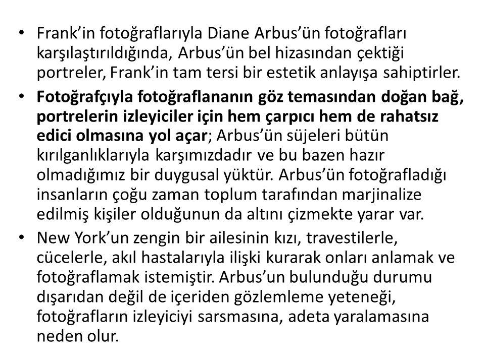 Frank'in fotoğraflarıyla Diane Arbus'ün fotoğrafları karşılaştırıldığında, Arbus'ün bel hizasından çektiği portreler, Frank'in tam tersi bir estetik anlayışa sahiptirler.