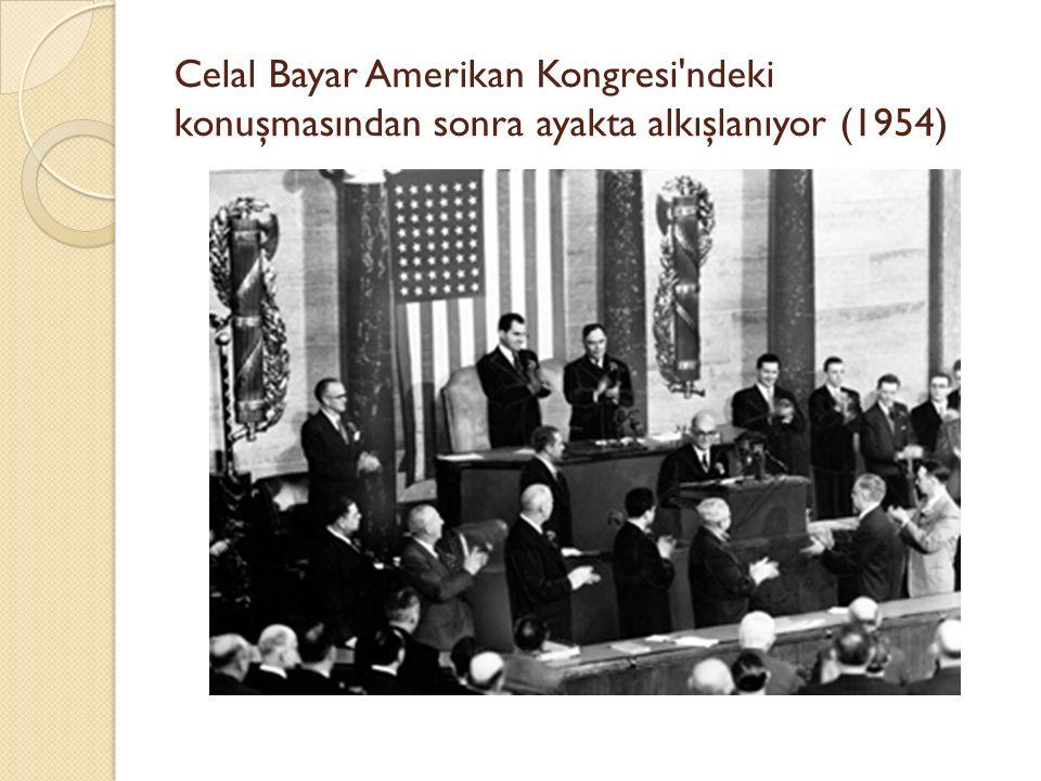 Celal Bayar Amerikan Kongresi ndeki konuşmasından sonra ayakta alkışlanıyor (1954)