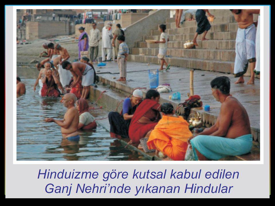 Hindistan'la ilgili ilk bilgiler Veda adı verilen dinî içerikli metinlerde geçmiştir. Ariler bölgeye geldiklerinde vedaları geliştirerek Hinduizme hayat veren Brahmanizmin ortaya çıkmasını sağlamışlardır. Farklı toplulukların Brahmanizm dinine girememesi nedeniyle bu din Hindistan'da fazla yayılamamıştır.