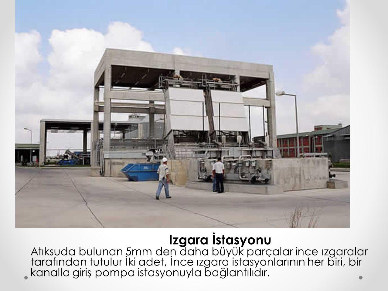 Izgara İstasyonu Atıksuda bulunan 5mm den daha büyük parçalar ince ızgaralar tarafından tutulur İki adet, İnce ızgara istasyonlarının her biri, bir kanalla giriş pompa istasyonuyla bağlantılıdır.