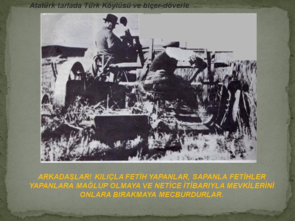 Atatürk tarlada Türk Köylüsü ve biçer-döverle