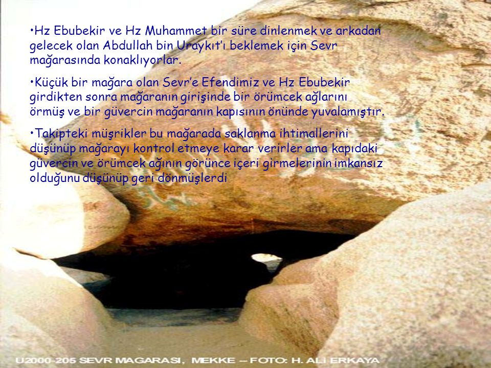 Hz Ebubekir ve Hz Muhammet bir süre dinlenmek ve arkadan gelecek olan Abdullah bin Uraykıt'ı beklemek için Sevr mağarasında konaklıyorlar.