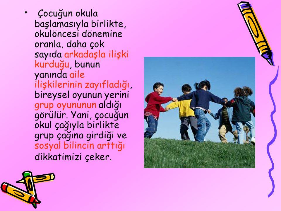 Çocuğun okula başlamasıyla birlikte, okulöncesi dönemine oranla, daha çok sayıda arkadaşla ilişki kurduğu, bunun yanında aile ilişkilerinin zayıfladığı, bireysel oyunun yerini grup oyununun aldığı görülür.