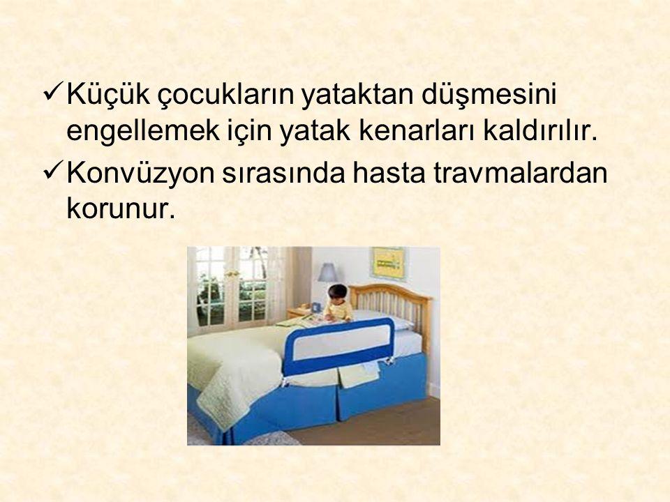 Küçük çocukların yataktan düşmesini engellemek için yatak kenarları kaldırılır.