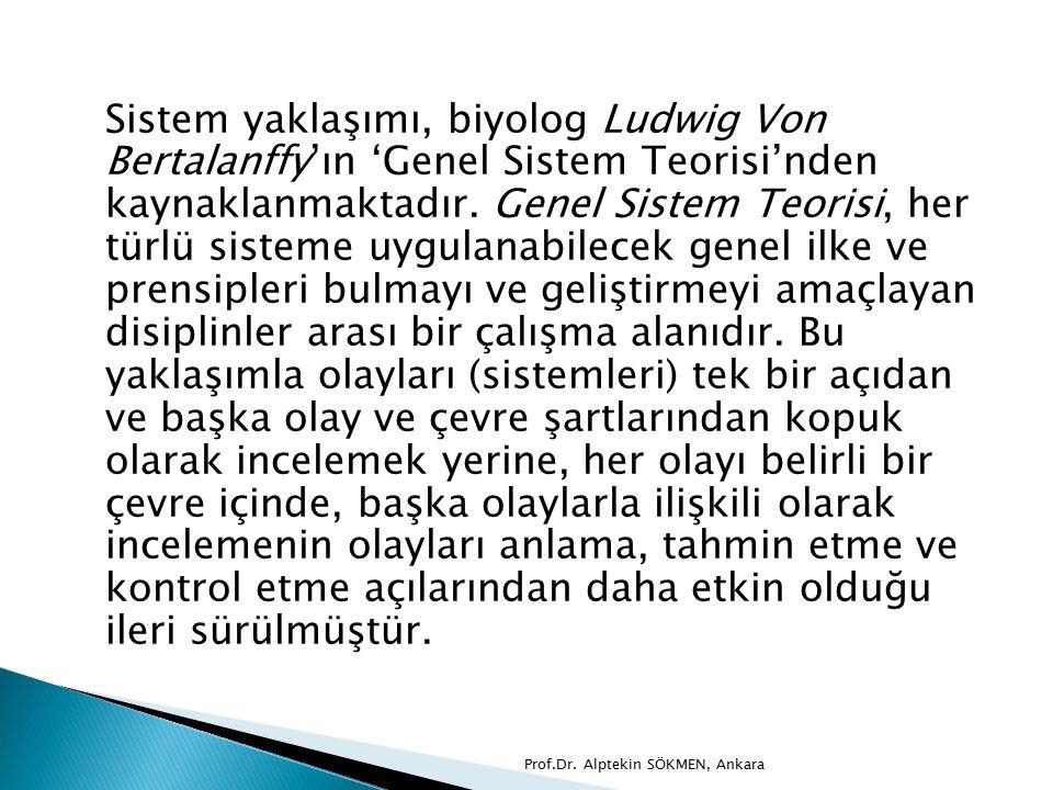 Sistem yaklaşımı, biyolog Ludwig Von Bertalanffy'ın 'Genel Sistem Teorisi'nden kaynaklanmaktadır. Genel Sistem Teorisi, her türlü sisteme uygulanabilecek genel ilke ve prensipleri bulmayı ve geliştirmeyi amaçlayan disiplinler arası bir çalışma alanıdır. Bu yaklaşımla olayları (sistemleri) tek bir açıdan ve başka olay ve çevre şartlarından kopuk olarak incelemek yerine, her olayı belirli bir çevre içinde, başka olaylarla ilişkili olarak incelemenin olayları anlama, tahmin etme ve kontrol etme açılarından daha etkin olduğu ileri sürülmüştür.