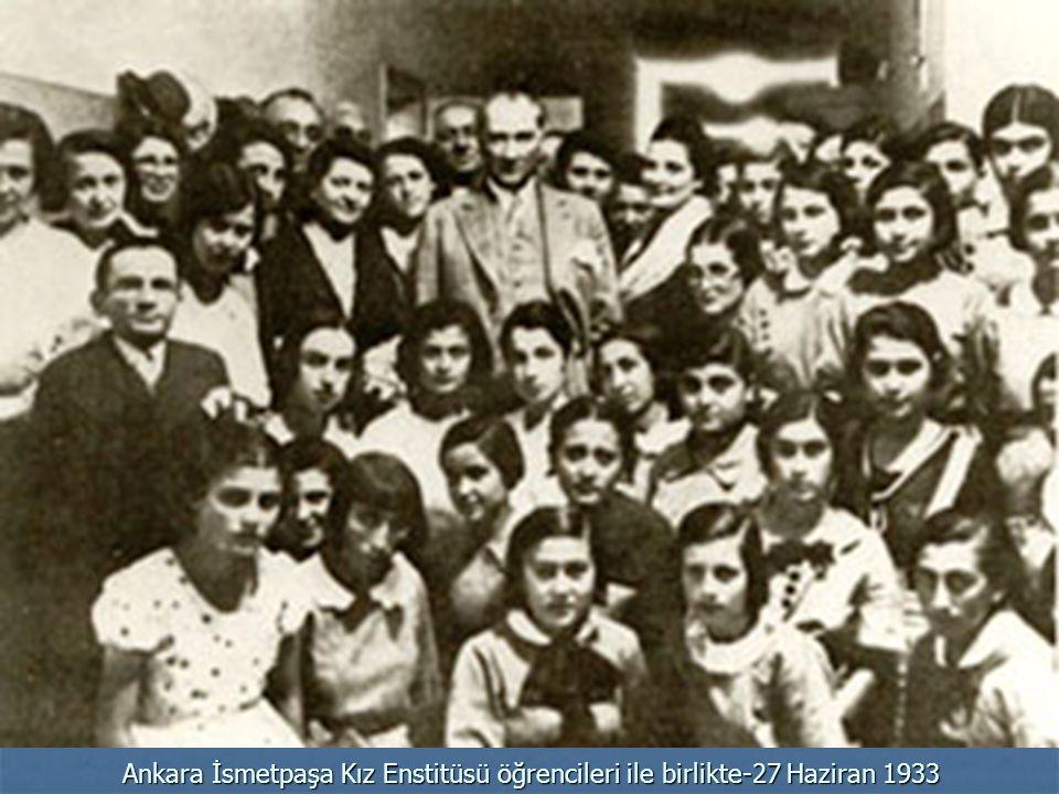 Ankara İsmetpaşa Kız Enstitüsü öğrencileri ile birlikte-27 Haziran 1933