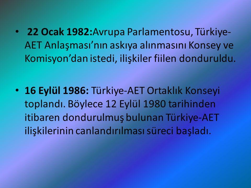 22 Ocak 1982:Avrupa Parlamentosu, Türkiye-AET Anlaşması'nın askıya alınmasını Konsey ve Komisyon'dan istedi, ilişkiler fiilen donduruldu.
