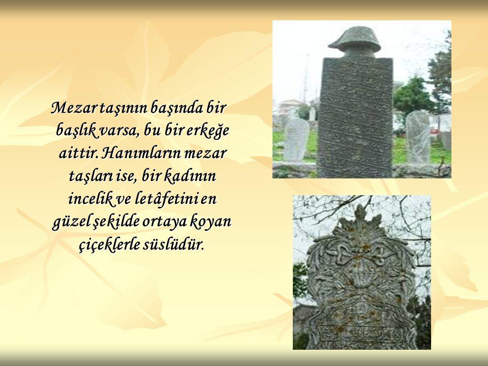 Mezar taşının başında bir başlık varsa, bu bir erkeğe aittir