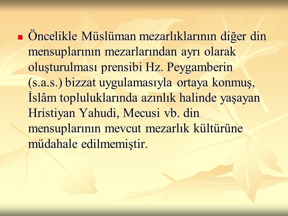 Öncelikle Müslüman mezarlıklarının diğer din mensuplarının mezarlarından ayrı olarak oluşturulması prensibi Hz.