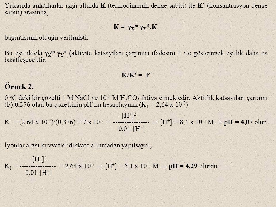 Yukarıda anlatılanlar ışığı altında K (termodinamik denge sabiti) ile K' (konsantrasyon denge sabiti) arasında,