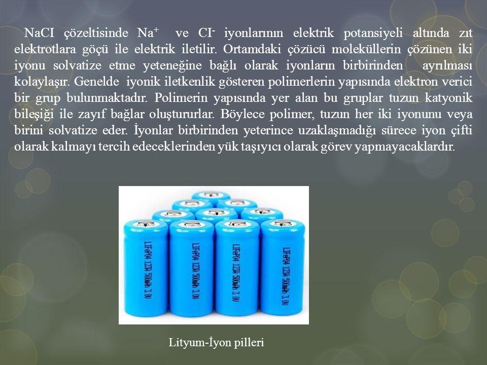 NaCI çözeltisinde Na+ ve CI- iyonlarının elektrik potansiyeli altında zıt elektrotlara göçü ile elektrik iletilir. Ortamdaki çözücü moleküllerin çözünen iki iyonu solvatize etme yeteneğine bağlı olarak iyonların birbirinden ayrılması kolaylaşır. Genelde iyonik iletkenlik gösteren polimerlerin yapısında elektron verici bir grup bulunmaktadır. Polimerin yapısında yer alan bu gruplar tuzun katyonik bileşiği ile zayıf bağlar oluştururlar. Böylece polimer, tuzun her iki iyonunu veya birini solvatize eder. İyonlar birbirinden yeterince uzaklaşmadığı sürece iyon çifti olarak kalmayı tercih edeceklerinden yük taşıyıcı olarak görev yapmayacaklardır.