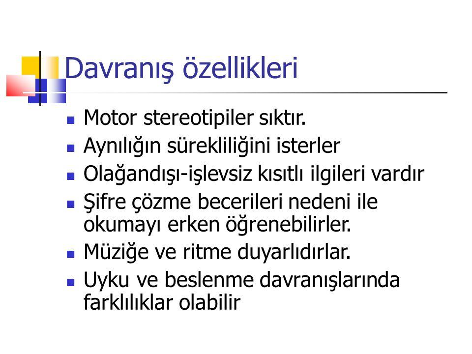Davranış özellikleri Motor stereotipiler sıktır.