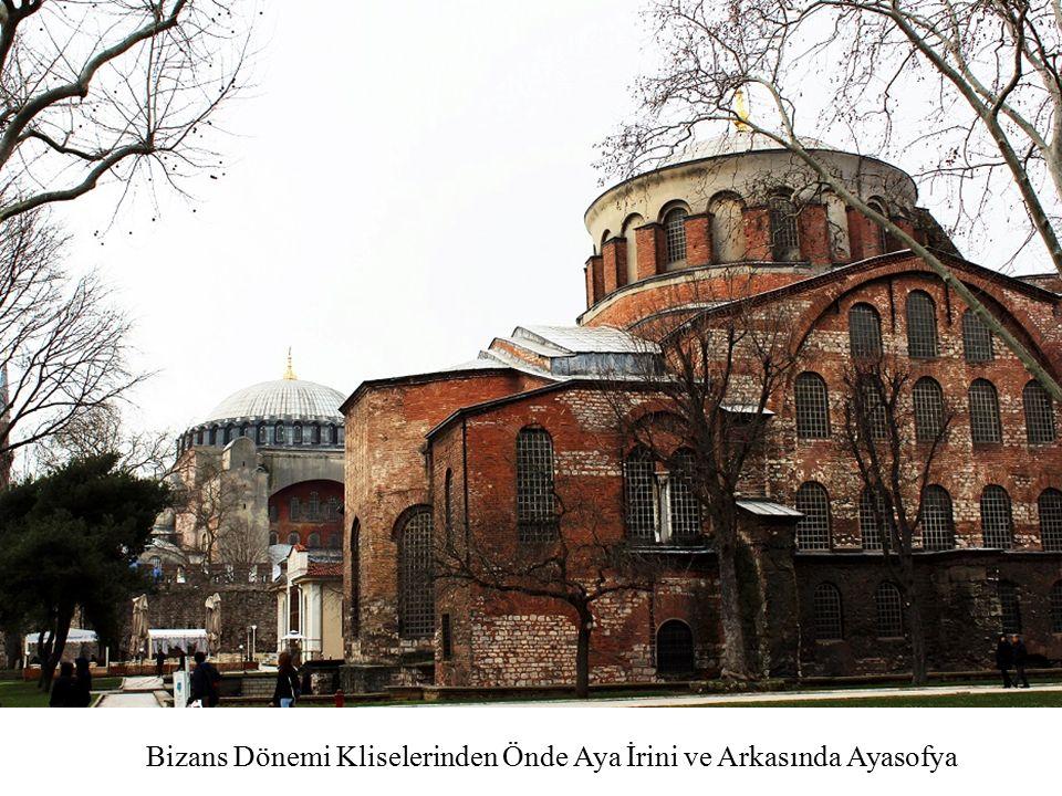 Bizans Dönemi Kliselerinden Önde Aya İrini ve Arkasında Ayasofya