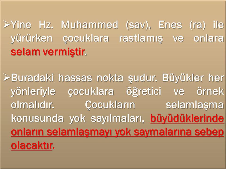 Yine Hz. Muhammed (sav), Enes (ra) ile yürürken çocuklara rastlamış ve onlara selam vermiştir.